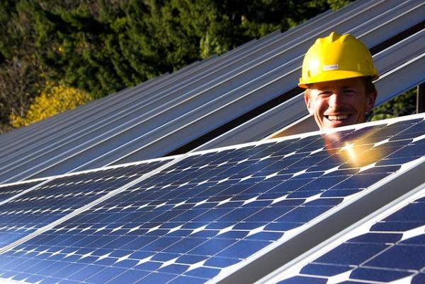 sustainable-behaviour-installing-solar-panels-600x402